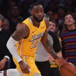 LeBron se sumó al movimiento de los jugadores de la NBA que apoyan al periodista Adrian Wojnarowski