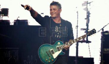 Alejandro Sanz ofrece un concierto sorpresa desde el puente
