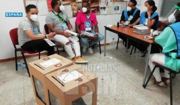 Baja asistencia en centros de votación en España