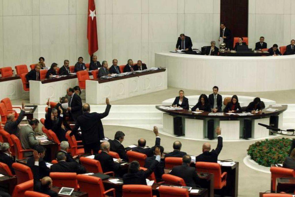 Turquía debate una polémica ley para censurar contenidos de redes sociales
