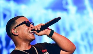 Daddy Yankee celebra que video