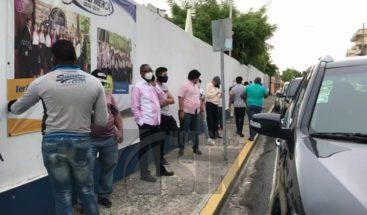 Electores acuden a centros de votación desde tempranas horas