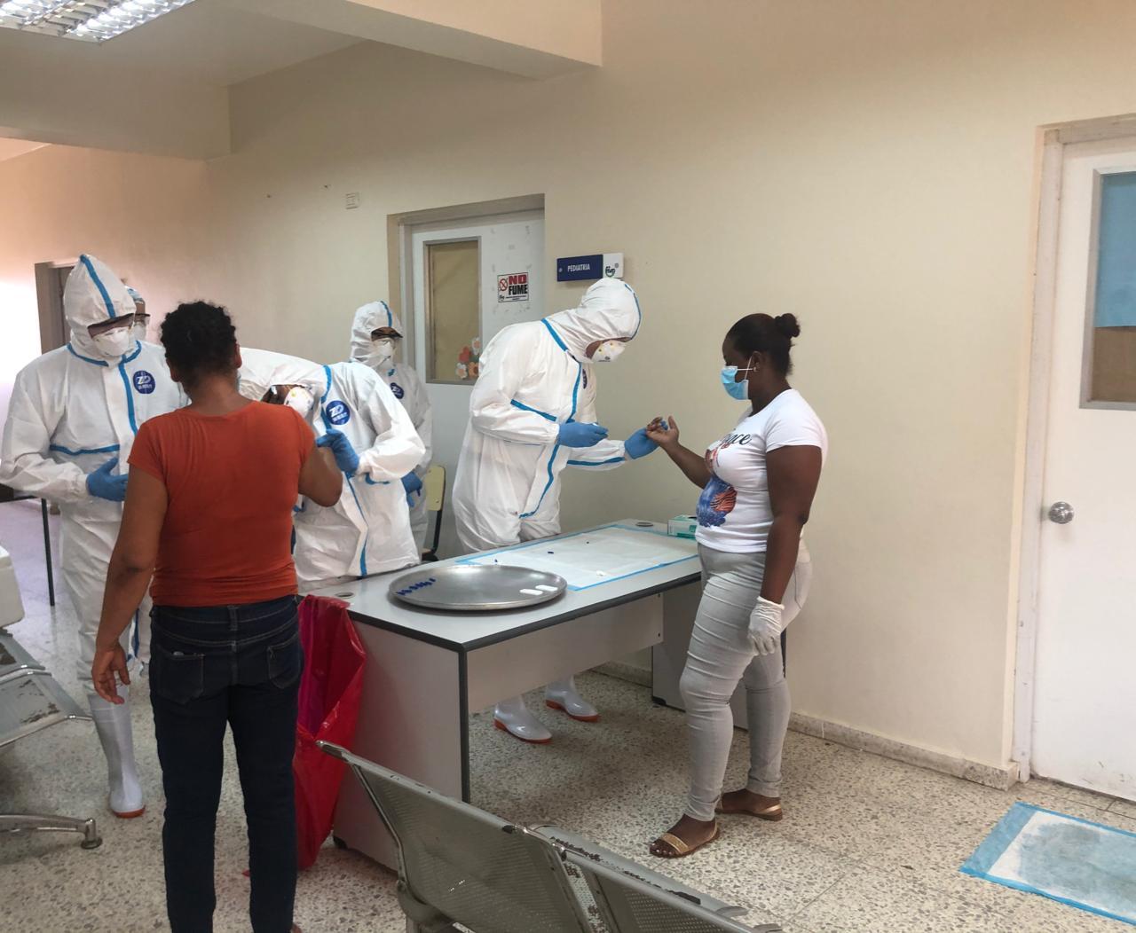 Gobierno procesa muestras de pruebas COVID en laboratorios de universidades