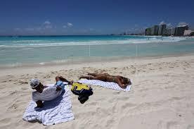 Cierran de nuevo algunas playas en México ante más contagios