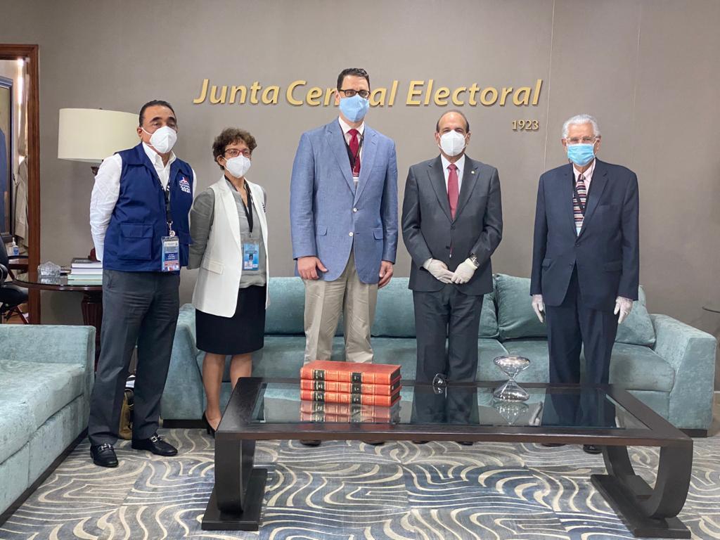 JCE recibe a representante IFES para Elecciones del 5 de julio