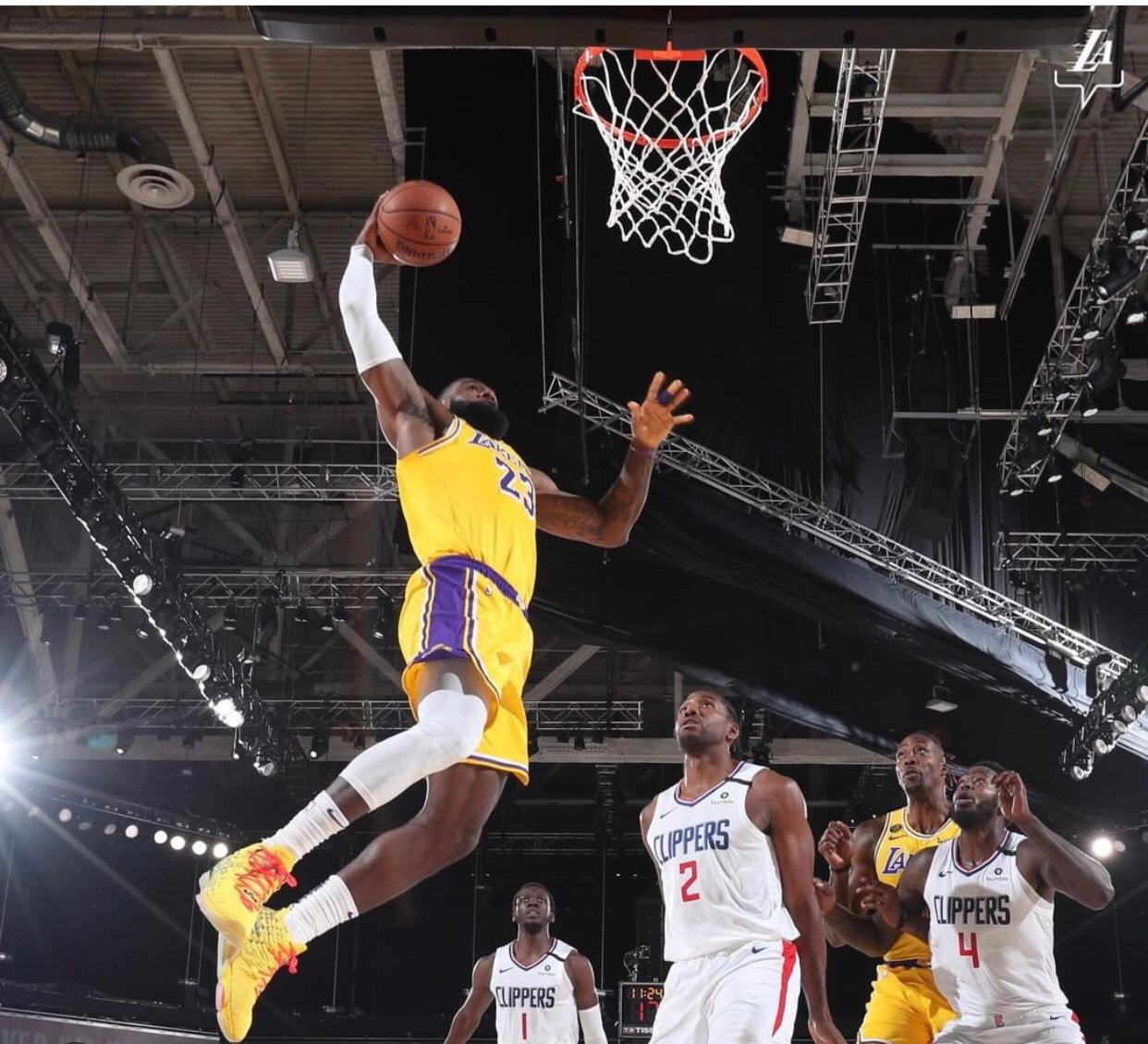 En final dramático Lakers vencen a Clippers en reinicio de la NBA