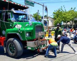 Camión y pasola se accidentan en Barahona sin que se reportaran heridos