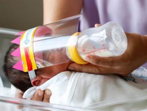 Recomiendan no separar a madres con COVID-19 de recién nacidos
