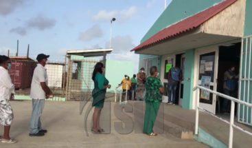 Dominicanos en Aruba ejercen su derecho al voto