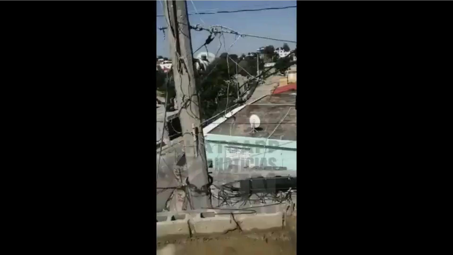 Piden mover poste de luz en Villa Mella