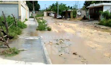 Denuncian cúmulo de agua y mal estado de las calles en Villa Liberación