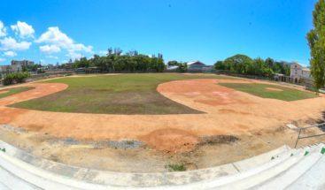 Ministerio de deportes entrega complejo de béisbol en Escuela Santo Domingo Savio