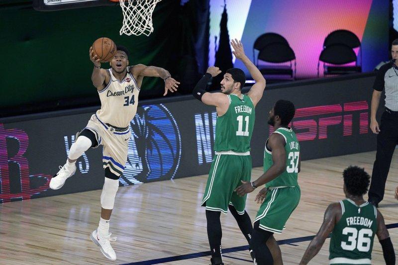 Giannis y los Bucks vuelven con triunfo sobre los Celtics