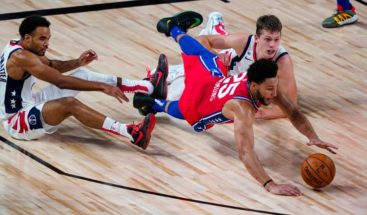 Ben Simmons se lesiona la rodilla izquierda ante Washington