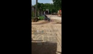 ¡Peligro! Transformador cae en plena calle de Villa Hermosa, La Romana