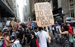 Los profesores de Nueva York protestan la reapertura de los colegios