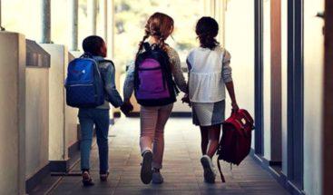 OMS advierte que reabrir escuelas con alto nivel de contagios es arriesgado