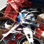 Apresan tres hombres que transportaban motocicleta desmantelada en camión