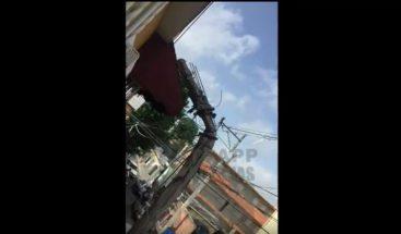 Piden mover poste de luz en Herrera