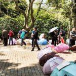 Buscan pareja para sus hijos en un conocido parque de Shanghái