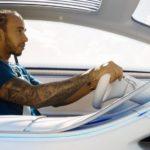 Lewis Hamilton prueba el Mercedes-Benz EQS eléctrico