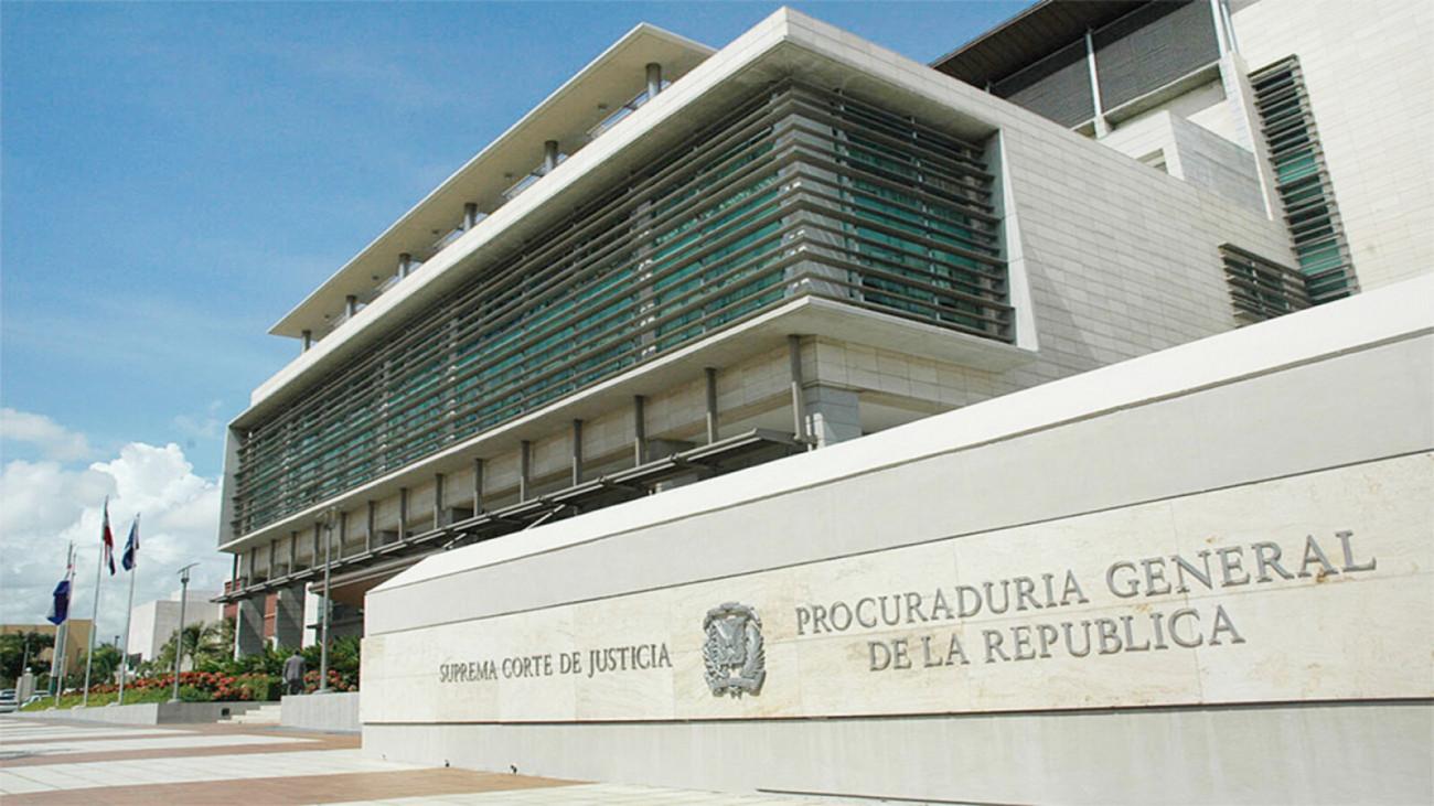 Alrededor de 30 funcionarios renunciantes de la PGR reciben hoy sus prestaciones laborales