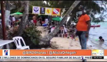 Cientos acuden a playa de Boca Chica sin mascarillas ni distanciamiento