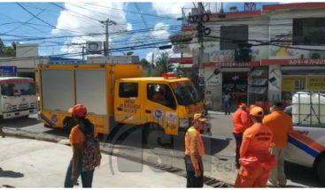 Desinfectan y entregan mascarillas en Santiago por el COVID-19