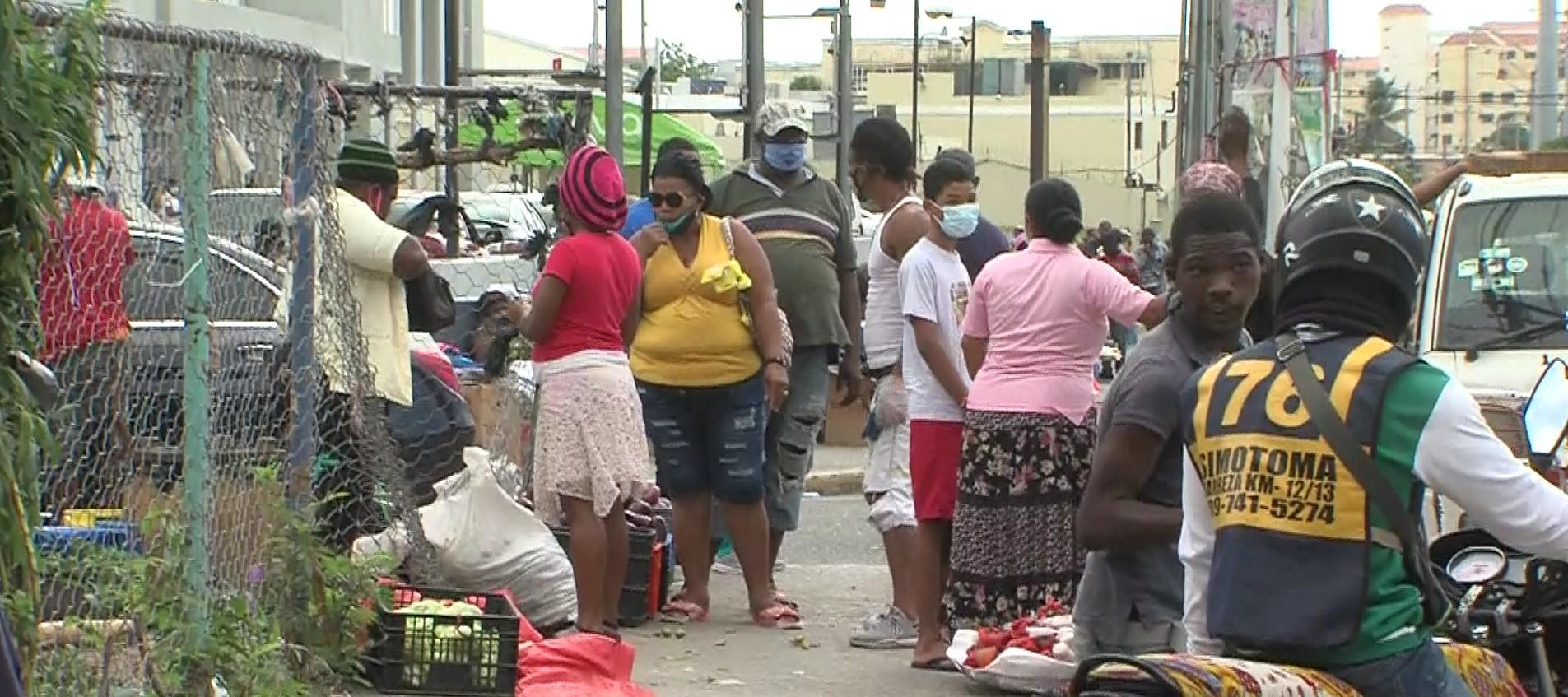 Vendedores en La Pulga califican como un atropello anuncio de desalojo de alcaldía SDO