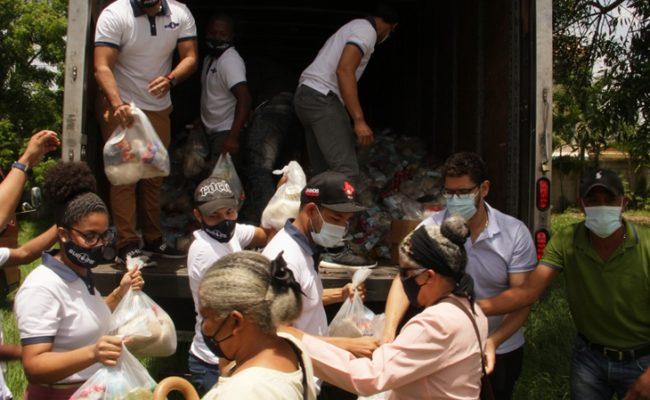 Movimiento Sub 25 y Fundación Raymond Rodríguez entregan raciones alimenticias a afectados por Isaías