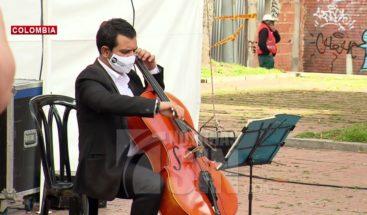 Filarmónica da serenatas por cumpleaños de Bogotá