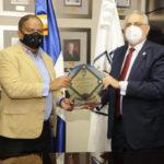 Lidom entrega placa de reconocimiento al ministro de Deportes Danilo Díaz