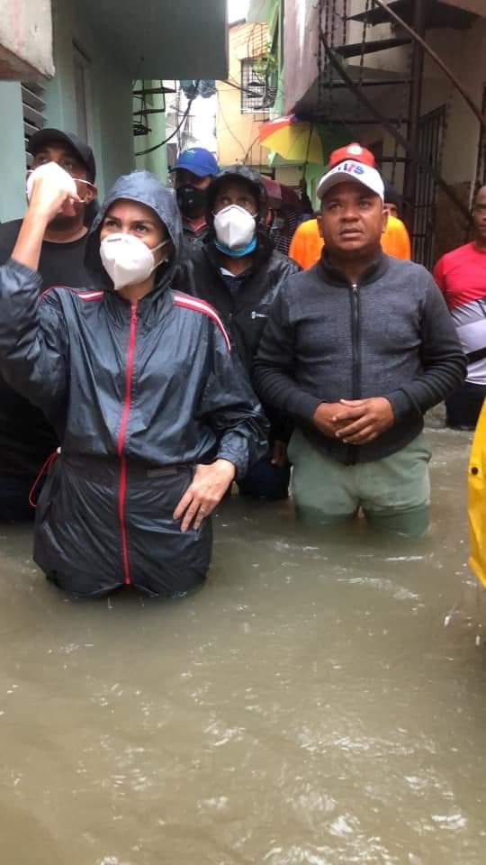 Alcaldesa del DN y autoridades visitan La Yuca luego de derrumbe