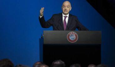 La FIFA entiende Infantino debe seguir en cargo durante pesquisa