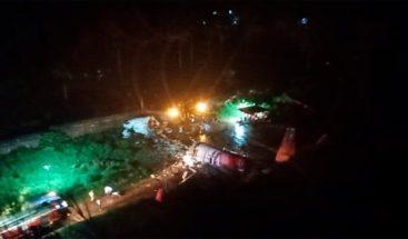 Al menos 10 muertos al salirse de la pista un avión en el aterrizaje en India