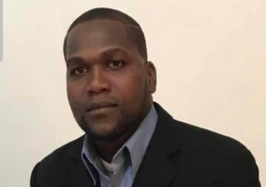 Emiten orden de arresto contra regidor del PRM que disparó a joven en Barahona