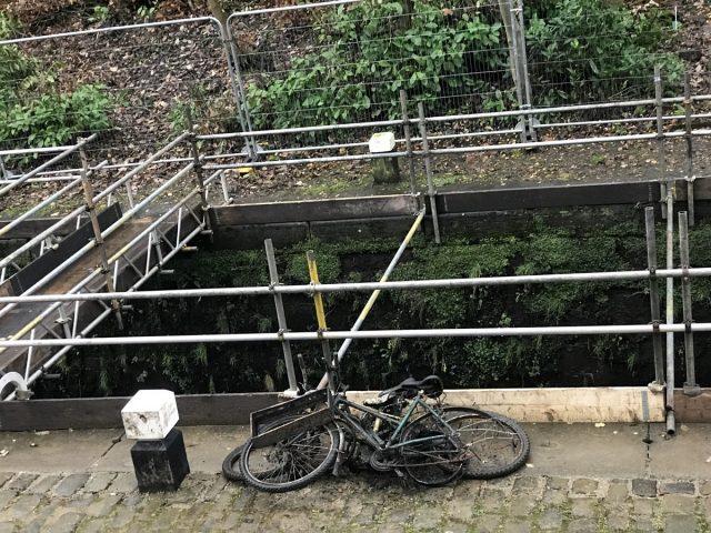 loch rusty old broken canal