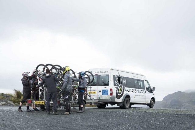 bus shuttle uplift antur stiniog trailer bikes