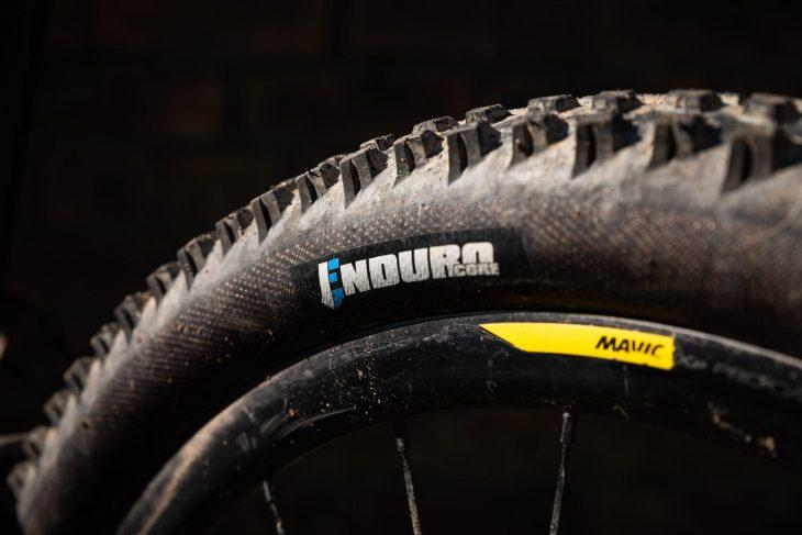 vee tire co flow snap enduro core tyre