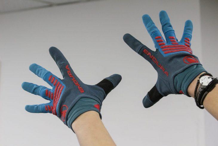 endura gloves hands