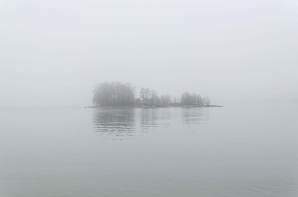 Saari sumussa.