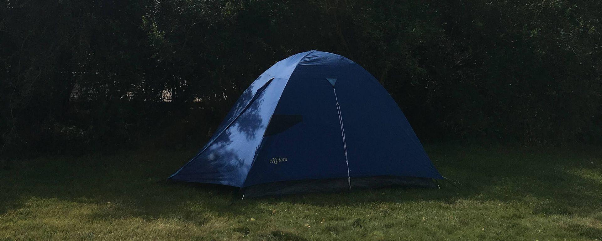 Teltta ruohikolla