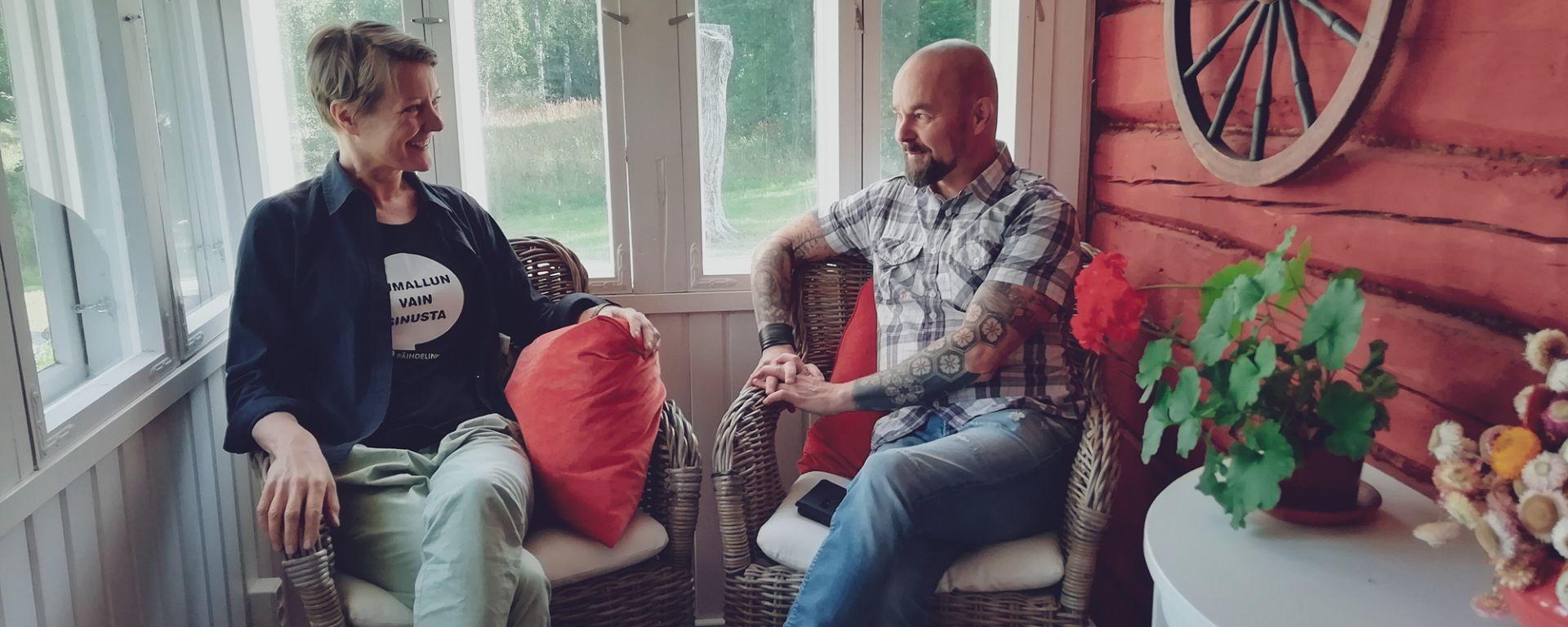 Irene Komu ja Tomi-Pekka Liias Miessakit ry:stä keskustelevat miesten erokokemuksista.