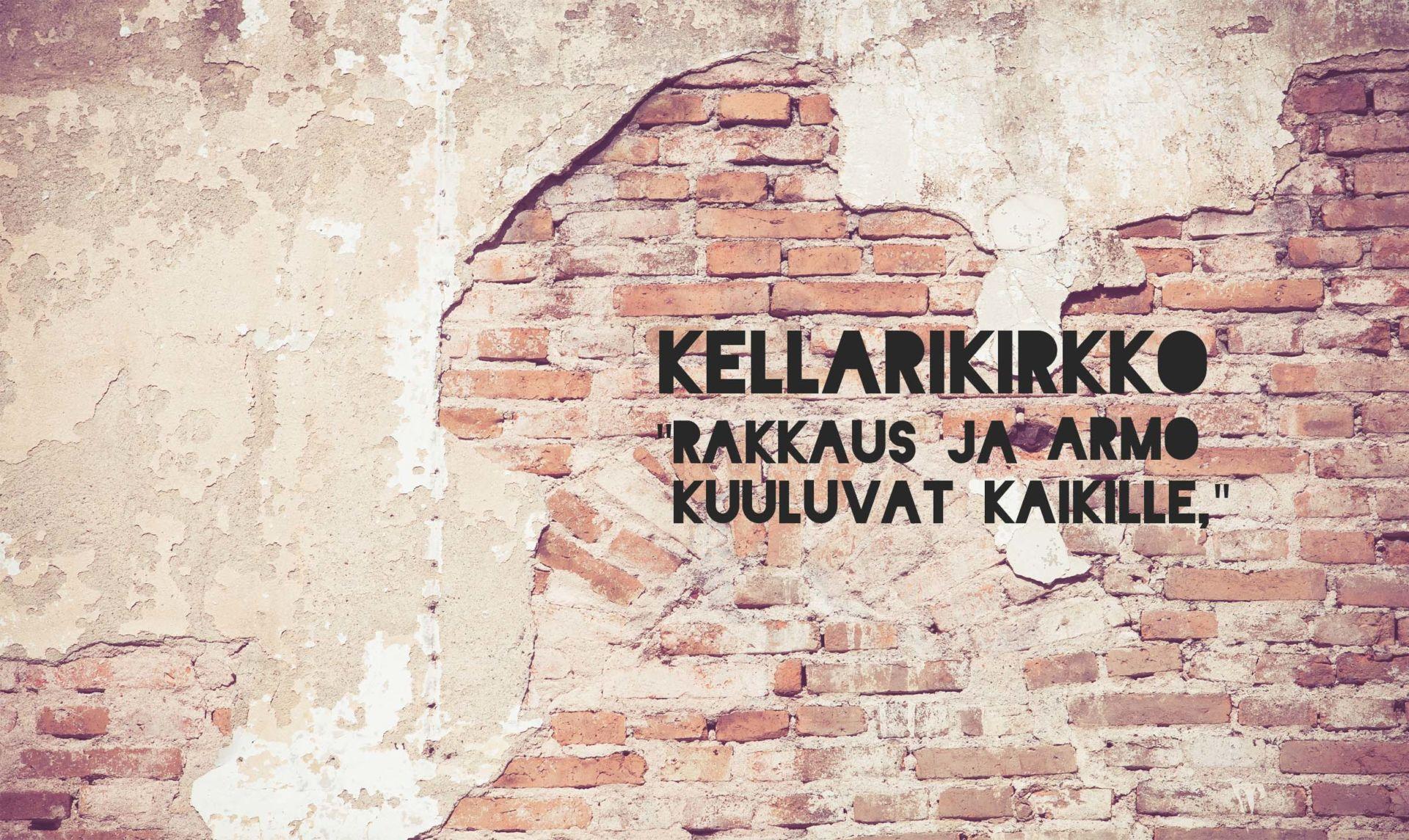 Rappeutunut punatiilinen seinä tekstillä: Kellarikirkko - rakkaus ja armo kuuluvat kaikille.