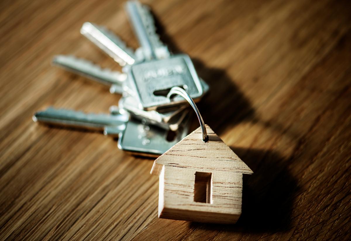 Avainippu talonmuotoisessa avaimenperässä.