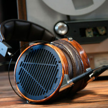 https://storage.googleapis.com/sirclo-shops/soundwave/products/_180111134431_Audeze-LCD3-lifestyle-web_tn.jpg