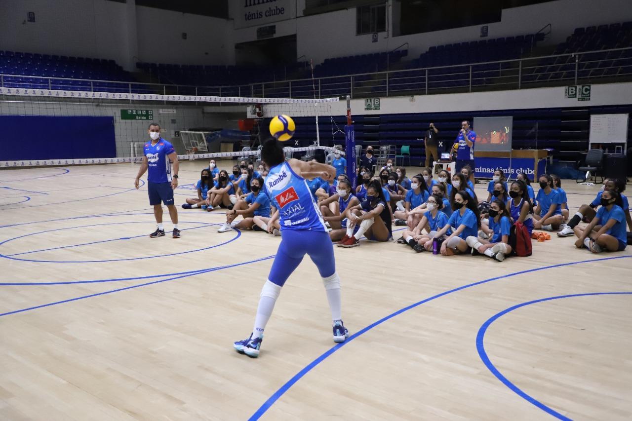 Clínica reuniu cerca de 50 atletas na Arena (Foto:Hyago de Paula/Minas Tênis Clube)