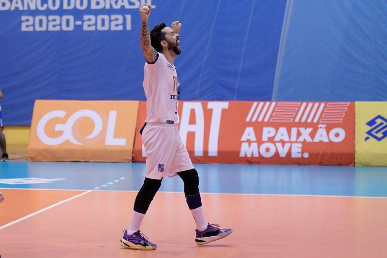Referência no Fiat/Minas, William comemora a vitória na semifinal