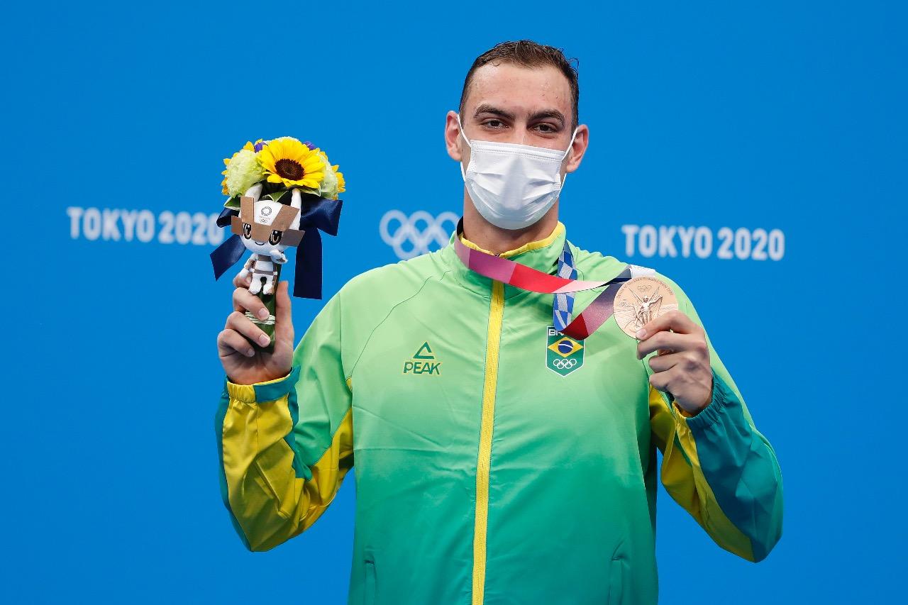 Fernando Scheffer e a medalha de bronze conquistada em Tóquio / Foto: Satiro Sodré/SSPress/CBDA