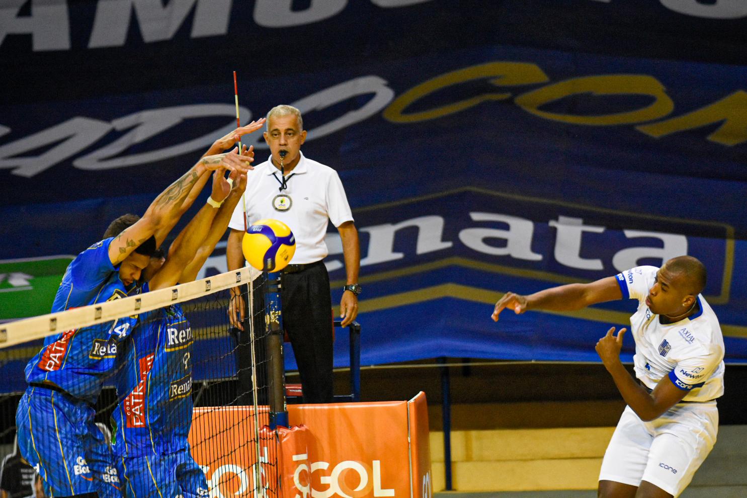 Minas encontrou dificuldades para passar pelo bloqueio do Campinas (Foto:)